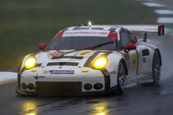 Патрик Пиле, Рихард Лиц и Ник Тэнди, Porsche 911 RSR