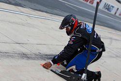 Roush Fenway Racing mekanikeri pitstop için hazır