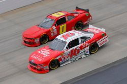 Ryan Reed, Roush Fenway Racing Ford ve Harrison Rhodes, JD Motorsports Chevrolet
