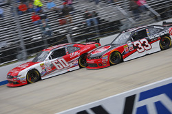 Chris Buescher, Roush Fenway Racing Ford y Austin Dillon, Richard Childress Racing Chevrolet