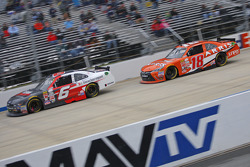 Darrell Wallace Jr., Roush Fenway Racing Ford y Daniel Suarez, Joe Gibbs Racing Toyota