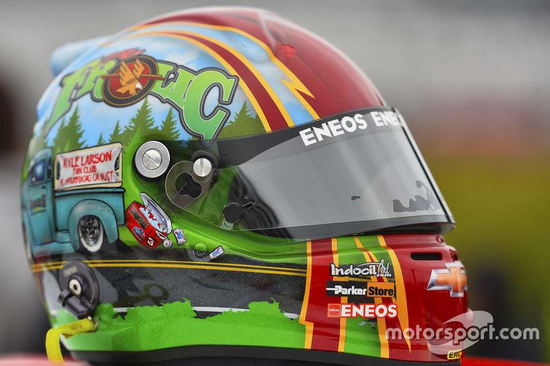 Helmet of Kyle Larson, Hscott Motorsports Chevrolet