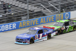 Elliott Sadler, JR Motorsports Chevrolet y Regan Smith, JR Motorsports Chevrolet