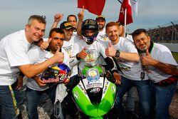 Kenan Sofuoglu, Puccetti Racing Kawasaki, Supersport şampiyonluğunu kutluyor