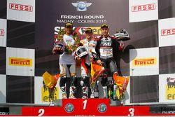 Poddio: il secondo Kenan Sofuoglu, Kawasaki Puccetti Racing, il vincitore P. J. Jacobsen, CORE