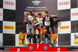 Podio: Kenan Sofuoglu segundo, Puccetti Kawasaki Racing, ganador PJ Jacobsen, CORE