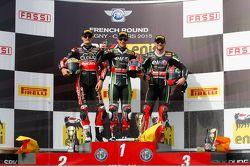 Podio gara 1: il secondo Chaz Davies, Ducati Team, il vincitore Jonathan Rea, Kawasaki, e il terzo T
