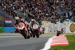Chaz Davies, Ducati Team, et Leon Haslam, Aprilia Racing Team