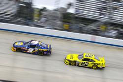 Chase Elliott, JR Motorsports Chevrolet and Ryan Blaney, Team Penske Ford