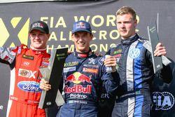 Podio: Ganador Timmy Hansen, el equipo Peugeot Hansen, el segundo lugar Andreas Bakkerud, Olsbergs M