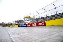 La pista de El Dorado Speedway con lluvia