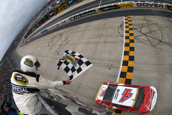 Ganador Kevin Harvick, Stewart-Haas Racing Chevrolet