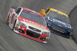 Michael Annett, HScott Motorsports Chevrolet y Brett Moffitt, Front Row Motorsports Ford