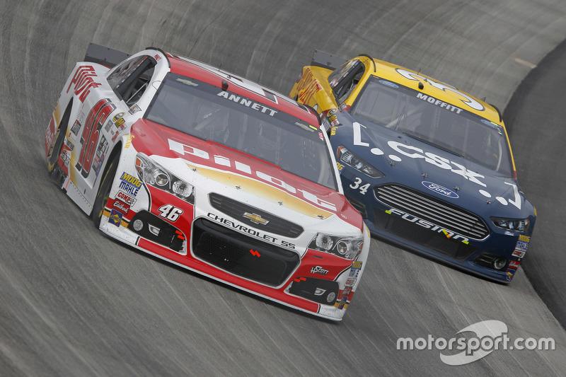 Майкл Аннетт, HScott Motorsports Chevrolet та Бретт Моффітт, Front Row Motorsports Ford