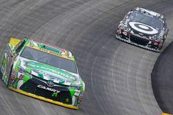 Kyle Busch, Joe Gibbs Racing Toyota en Kyle Larson, Chip Ganassi Racing Chevrolet