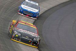 Jeff Gordon, Hendrick Motorsports Chevrolet en Ricky Stenhouse Jr., Roush Fenway Racing Ford