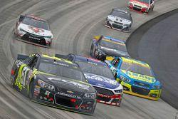Justin Allgaier, HScott Motorsports Chevrolet en Trevor Bayne, Roush Fenway Racing Ford en Paul Mena