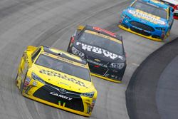 Matt Kenseth, Joe Gibbs Racing Toyota en Martrin Truex Jr., Furniture Row Racing Chevrolet