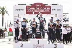 Podium: winnaars Jari-Matti Latvala en Miikka Anttila, Volkswagen Motorsport, 2de Elfyn Evans en Dan