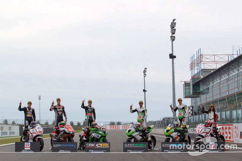 Javier Orellana, EJC-Champion; Lorenzo Savadori, Champion Superstock 1000; Jonathan Rea, Champion Superbike-WM; Kenan Sofuoglu, Champion Supersport; Toprak Razgatlioglu, Champion Superstock 600; Avalon Biddle, Siegerin des Frauen-Cups