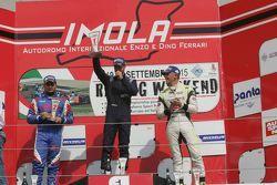 Podio Gara 1: Il vincitore Giorgio Mondini, Eurointernational, il secondo classificato Danny Molinaro, Progetto Corsa e il terzo classificato Davide Uboldi, Uboldi Corse