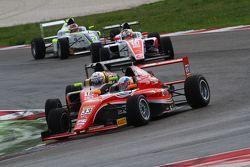 Guan Yu Zhou, Prema Powerteam, Tatuus F.4 T014 Abarth #33, e Simone Cunati, Vincenzo Sospiri Racing,