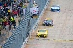 Jamie McMurray, Chip Ganassi Racing Chevrolet, Jeff Gordon, Hendrick Motorsports Chevrolet et Ricky Stenhouse Jr., Roush Fenway Racing Ford
