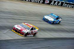 Ryan Newman, Richard Childress Racing Chevrolet et Sam Hornish Jr., Richard Petty Motorsports Ford