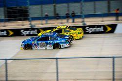 Dale Earnhardt Jr., Hendrick Motorsports Chevrolet et Matt Kenseth, Joe Gibbs Racing Toyota