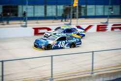 Jimmie Johnson, Hendrick Motorsports Chevrolet et Casey Mears, Germain Racing Chevrolet