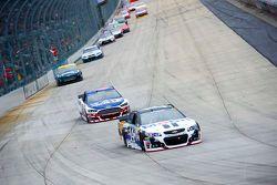 Tony Stewart, Stewart-Haas Racing Chevrolet et Trevor Bayne, Roush Fenway Racing Ford