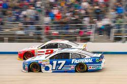 Ricky Stenhouse Jr., Roush Fenway Racing Ford et Brad Keselowski, Team Penske Ford