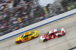 Joey Logano, Team Penske Ford and Kevin Harvick, Stewart-Haas Racing Chevrolet