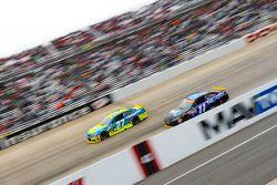 Paul Menard, Richard Childress Racing Chevrolet and Denny Hamlin, Joe Gibbs Racing Toyota
