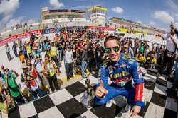 Ganador de la carrera Rubén García Jr., Canels´s Racing celebra en el Victory Lane
