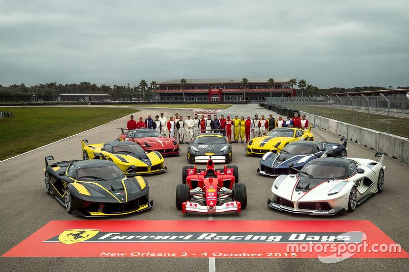 Foto di gruppo con i piloti clienti F1, programma FXX Ferrari Challenge
