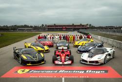 Foto de grupo con clienti F1, el programa FXX y los conductores de Ferrari Challenge