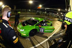 السيارة رقم 19 فريق جي آر تي ريسينغ لامبورغيني هاريكان ألبرتو دي فولكو، جيروين مول