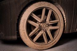 Una Lexus IS di cartone