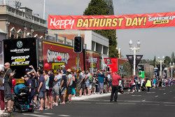 V8-Supercars-Trucks in den Straßen von Bathurst