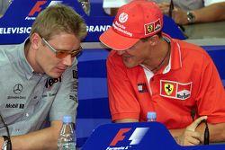 Mika Häkkinen, McLaren, und Michael Schumacher, Ferrari