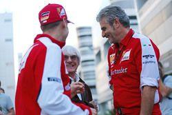 Sebastian Vettel, Ferrari met Bernie Ecclestone en Maurizio Arrivabene, Ferrari teambaas