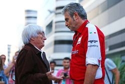 Bernie Ecclestone en Maurizio Arrivabene, Ferrari teambaas