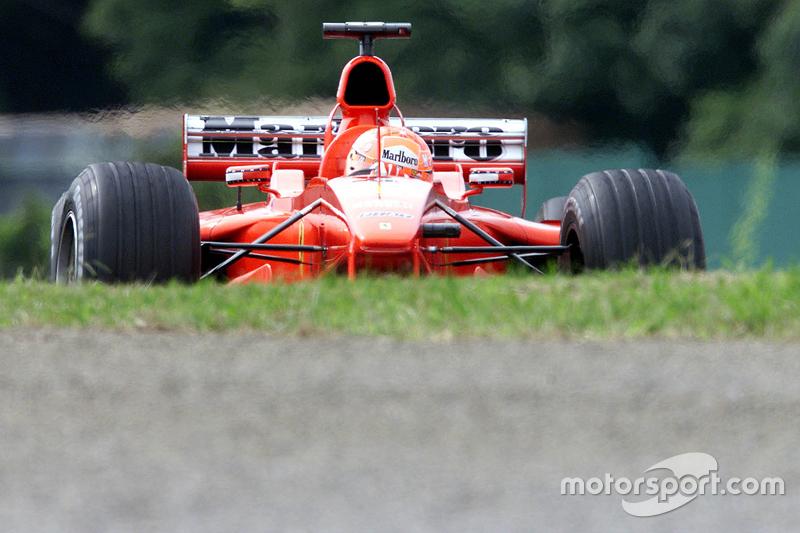 Michael Schumacher stellt sein Auto auf die Pole-Position