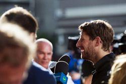Romain Grosjean, Lotus F1 Takımı medya ile birlikte