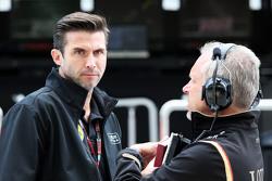 Matthew Carter, Lotus F1 Team, Geschäftsführer, mit Paul Seaby, Lotus F1 Team, Teammanager