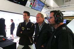 Jolyon Palmer, Pilote d'essais et de réserve Lotus F1 Team avec son père Jonathan Palmer, et Julien Simon-Chautemps, Ingénieur de Course Lotus F1 Team