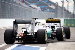 Lewis Hamilton, Mercedes AMG F1 W06 stuck behind Marcus Ericsson, Sauber C34 at the pit exit