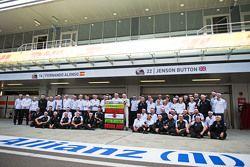Fernando Alonso, McLaren celebra su GP 250, Eric Boullier, Director de carreras de McLaren, Jenson B