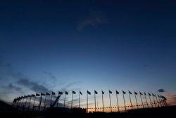 Flaggen bei Sonnenuntergang